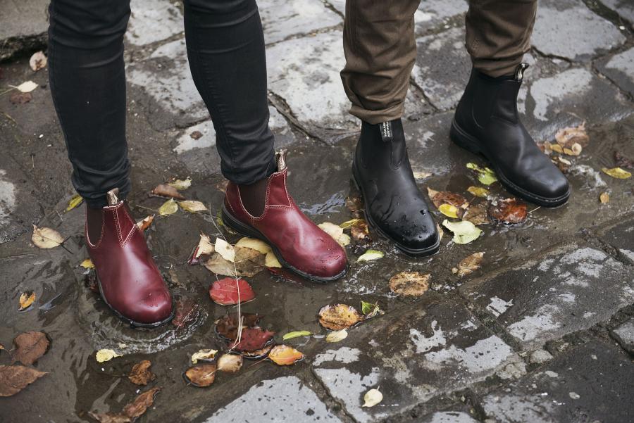 1431 & 063 - legs on cobble stones.jpg
