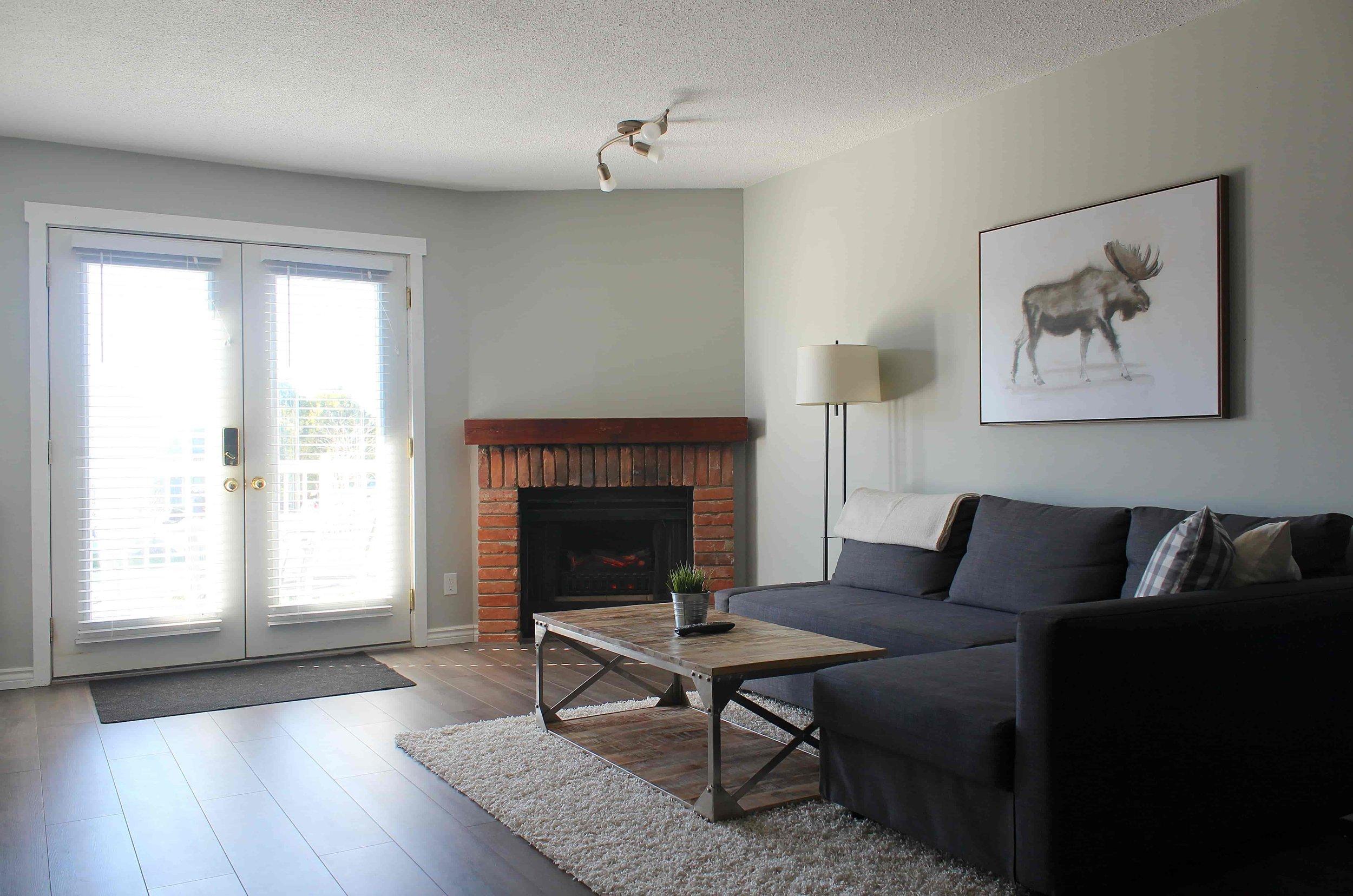 4_Moose_Lodge_Livingroom-min.jpg