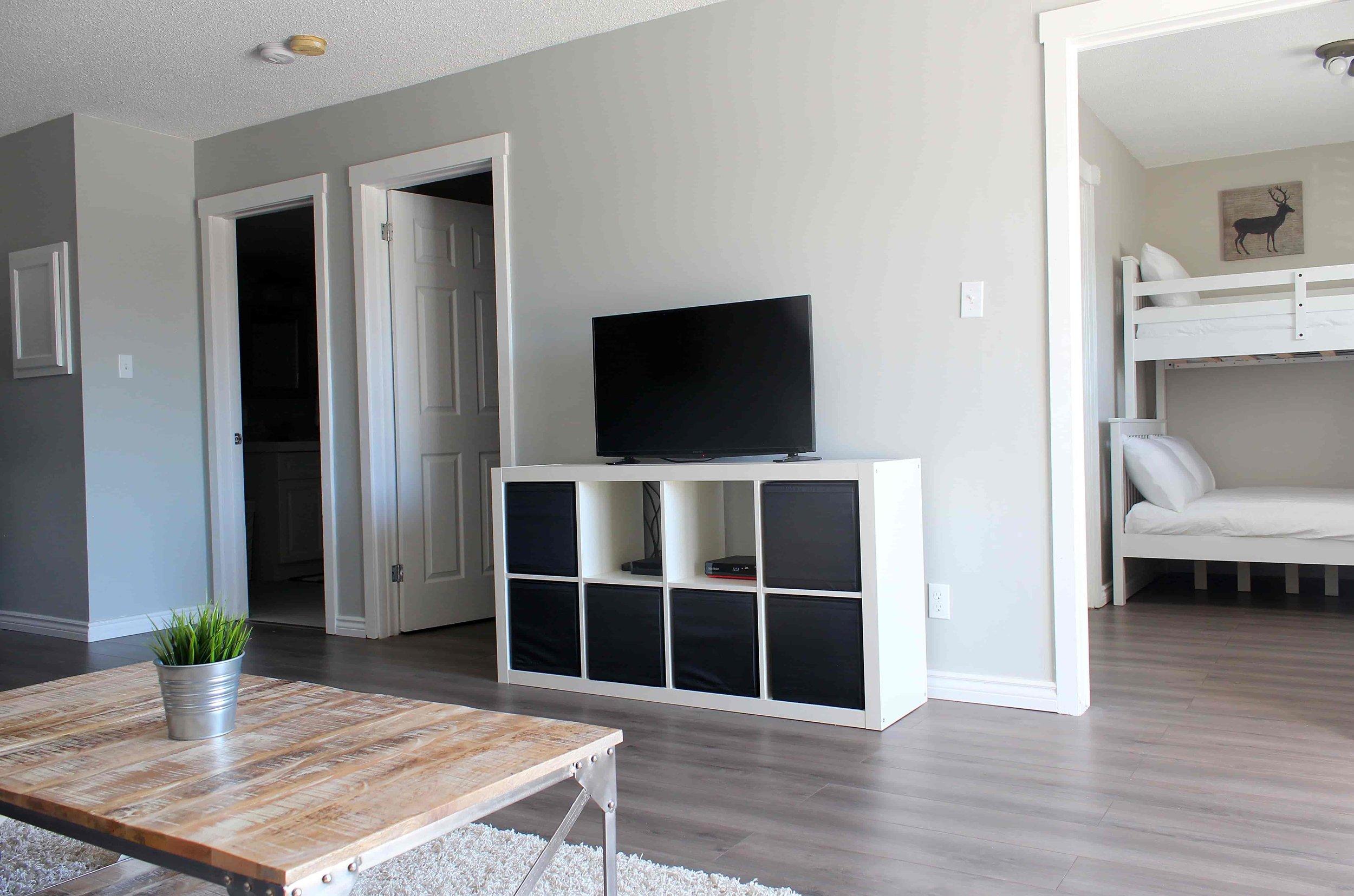 5_Moose_Lodge_Livingroom-min.jpg