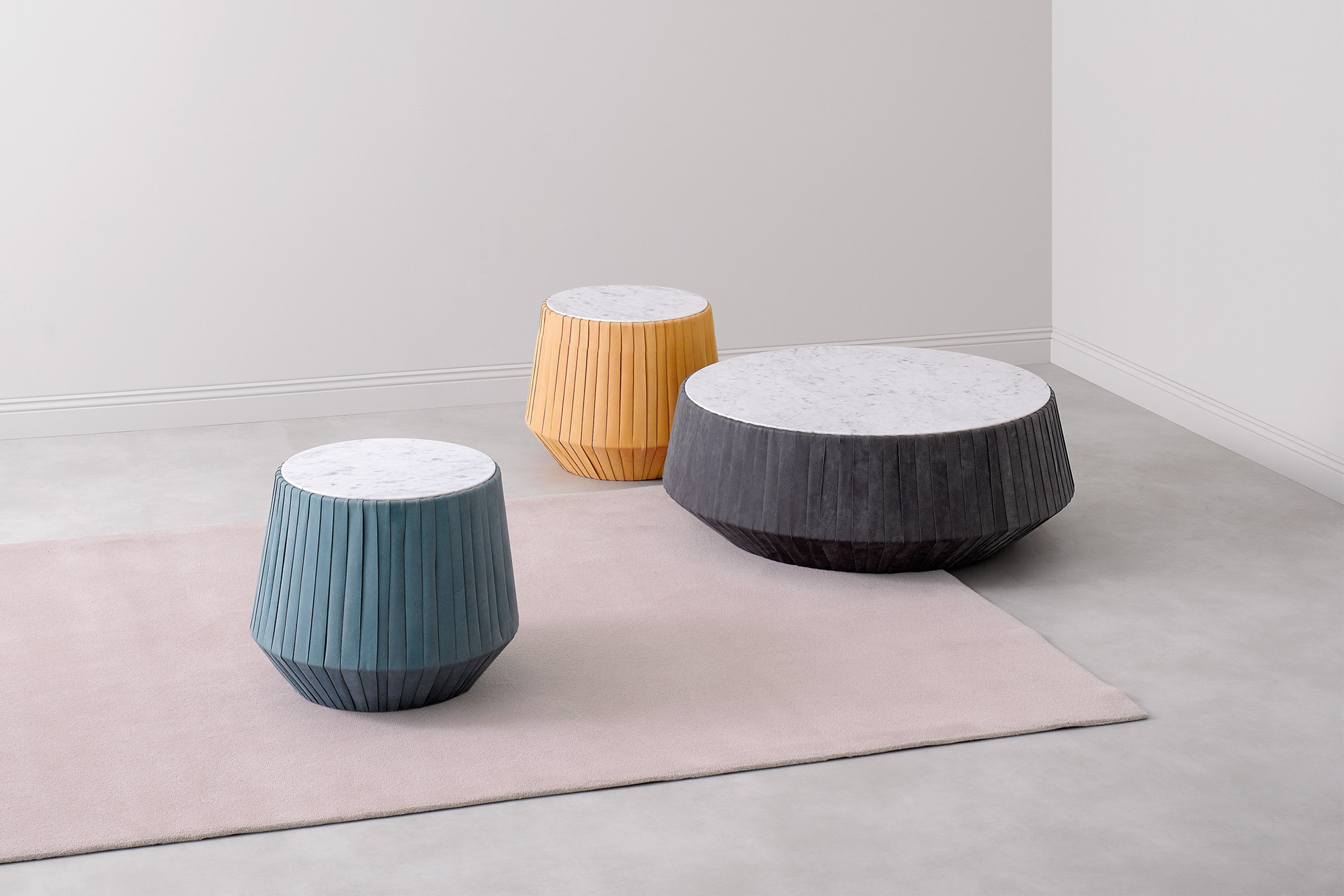 Hoop tavolino. Hoop small table. Paola Zani: arredamento di design made in italy. Maestria artigianale e ricerca formale. Paola Zani: Furniture design made in Italy. Craftsmanship and research.