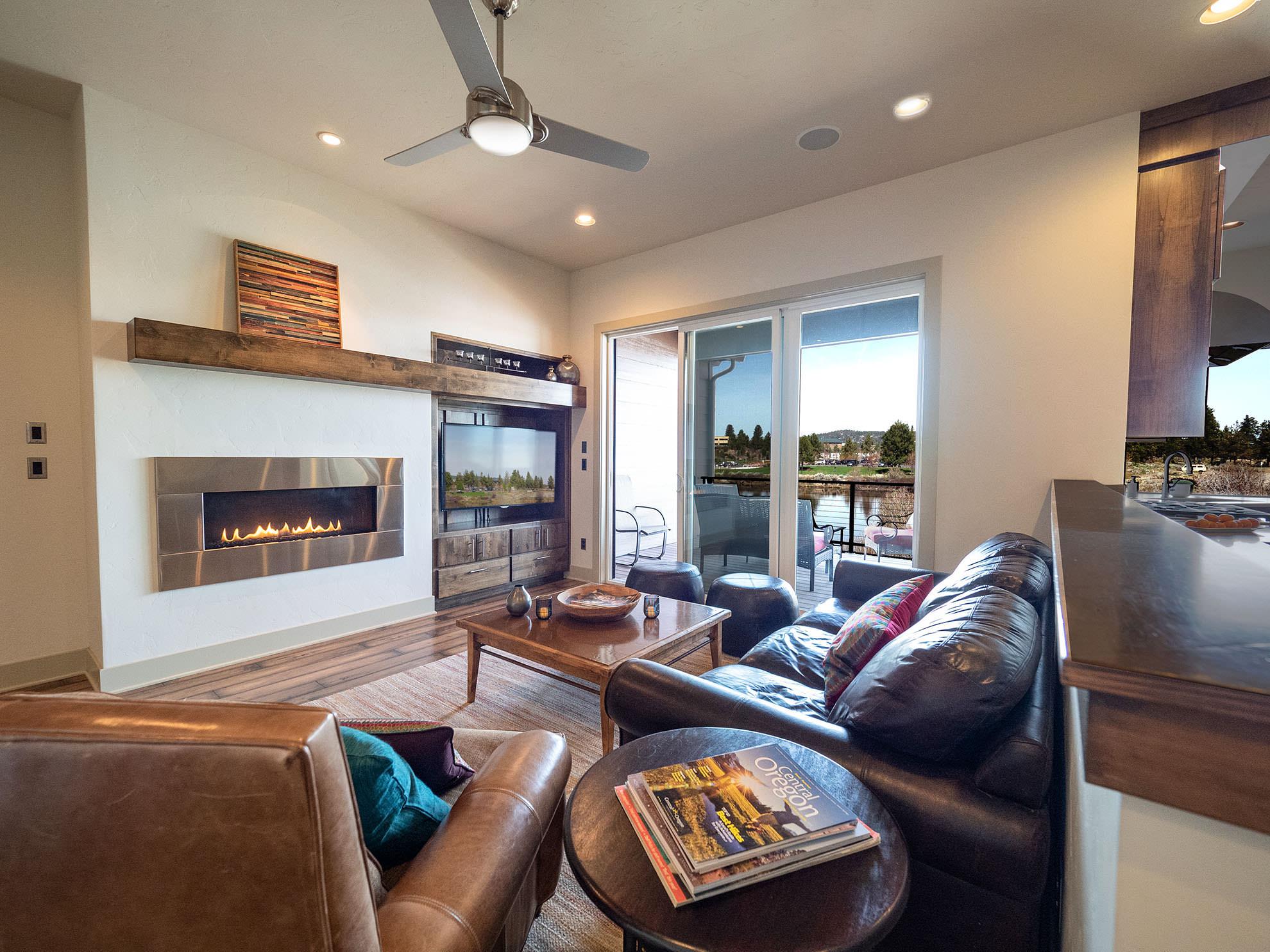 ashlie-rental-livingroom3.jpg