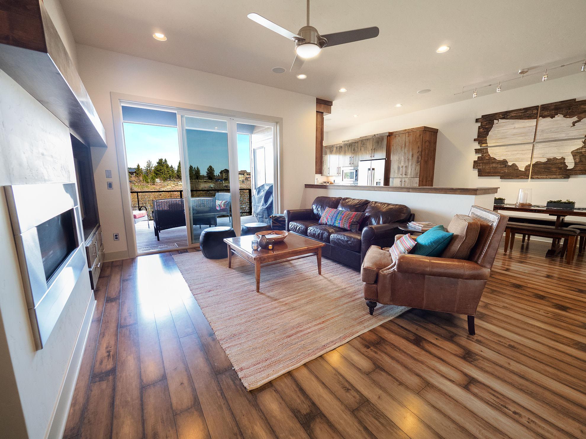 ashlie-rental-livingroom.jpg