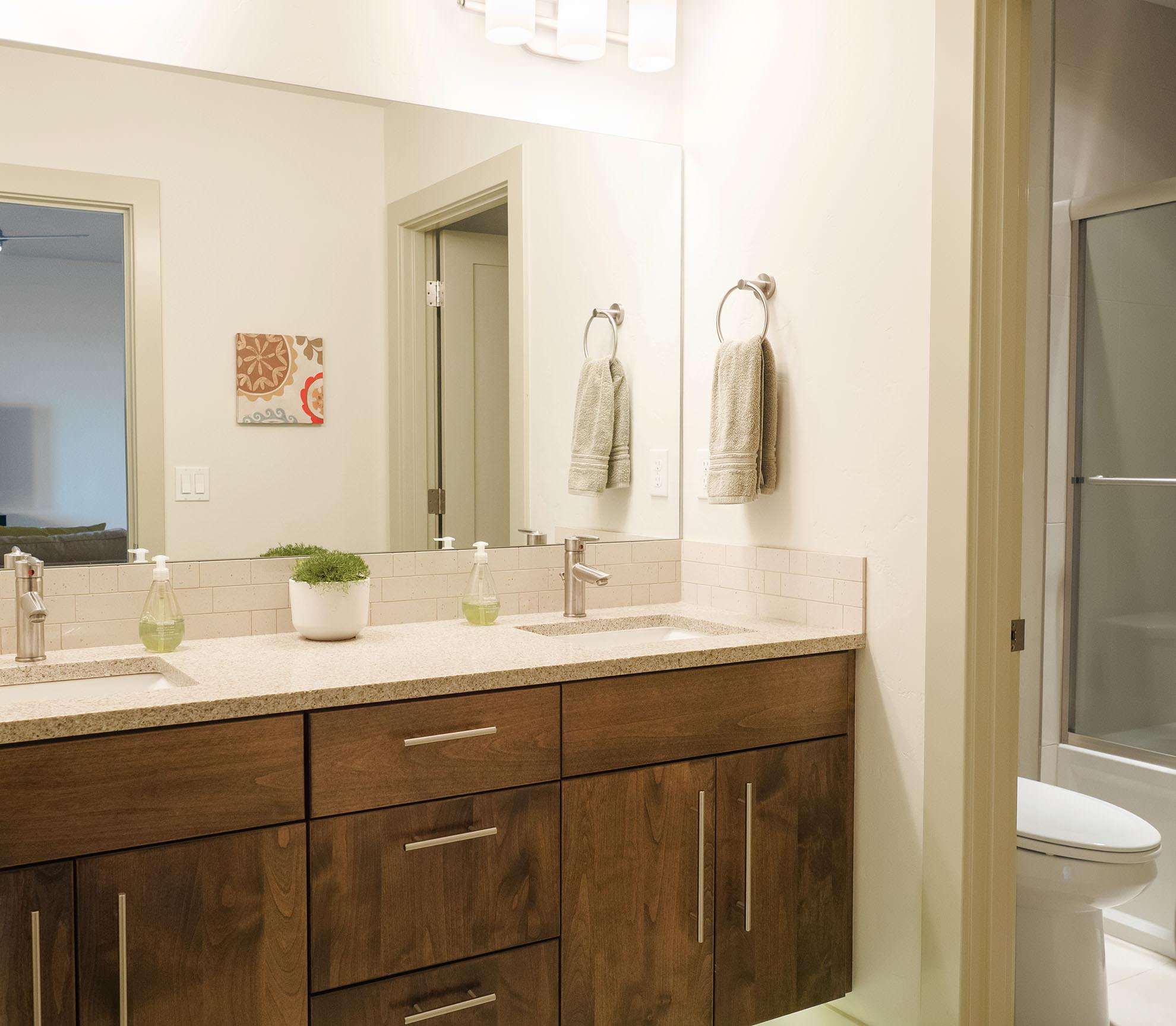ashlie-rental-lower-bath3.jpg
