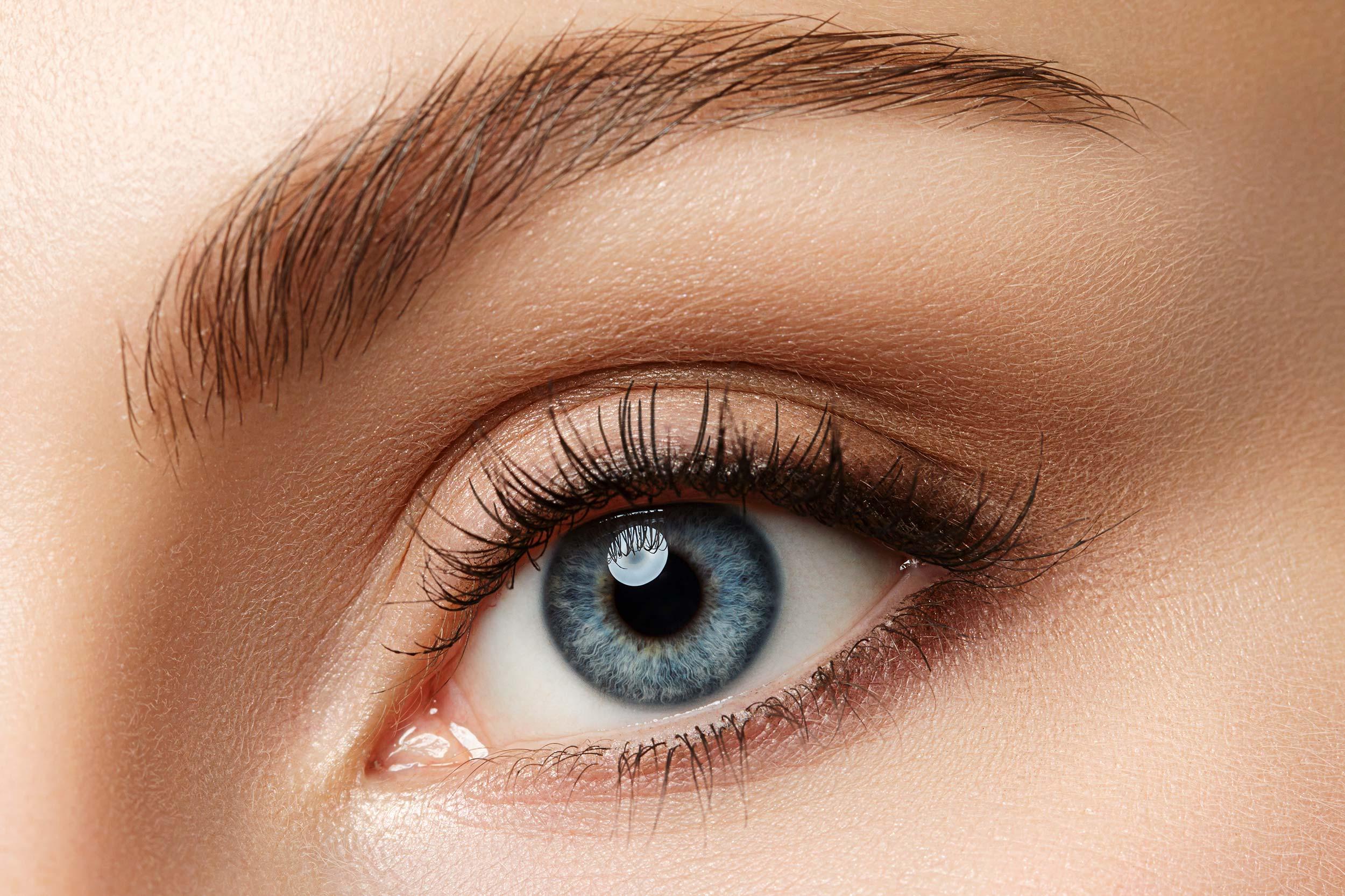 "<a href=""/blepharoplasty"">Eyelid Lift</a>"