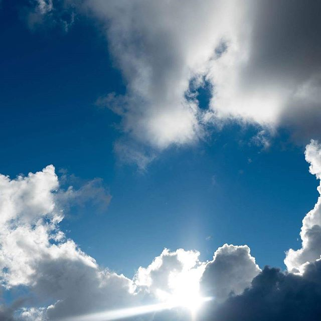 Dive into the sky well #bluesky #sunny #clouds #skywell #sky