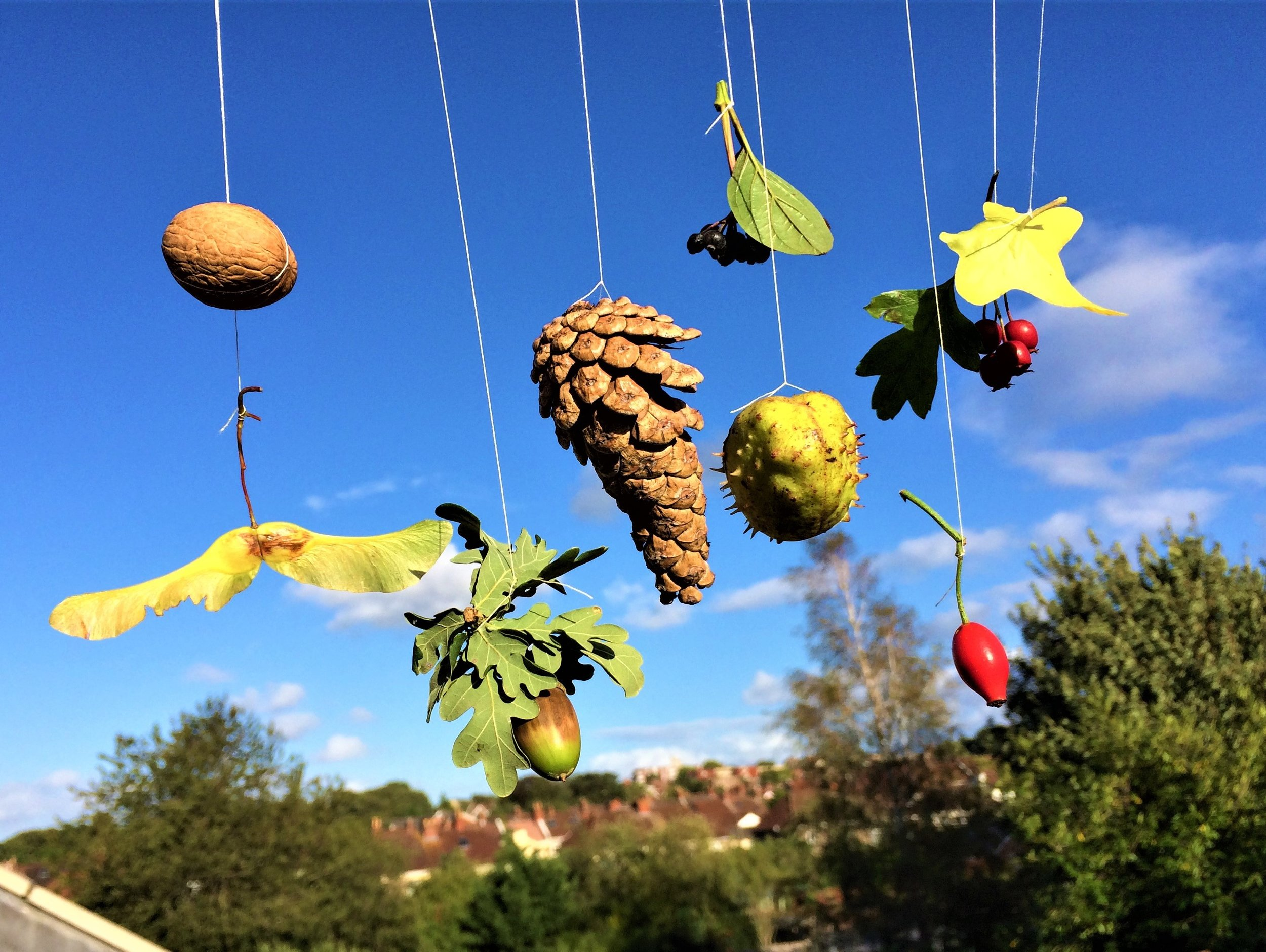 autumn nature craft, making a mobile with children