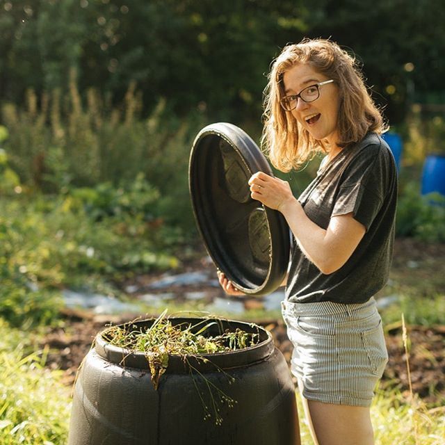 You know how Zero Waste Living is addictive? When you have one win, it spurs you onto finding the next one?  I think I'm fully obsessed with and addicted to composting.  It's just fascinating! All those worms eating up our leftovers and pooping out the compost. Wow nature, you're awesome 🤘  I currently have this cone composter, and a HotBin, which is a faster composter. I used to have a womery, but I gave it to my friends who don't have a composter.  On the blog are some tips to get started with composting- dependant on the space you have available.