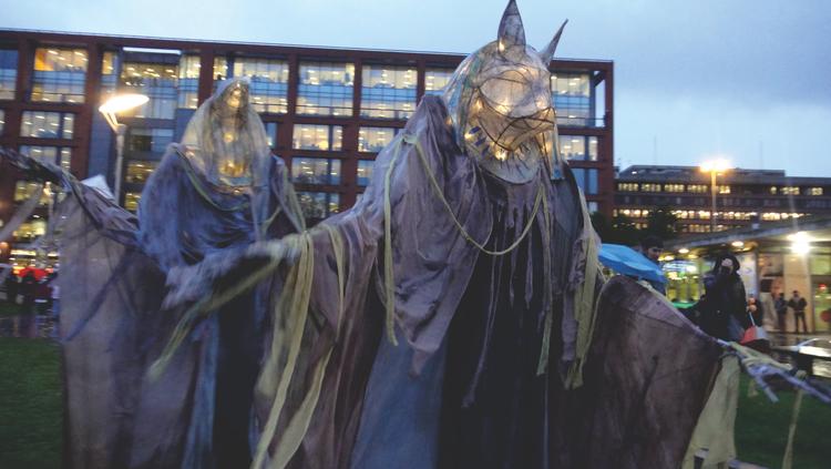 Mummy Walk - Giant Lanterns