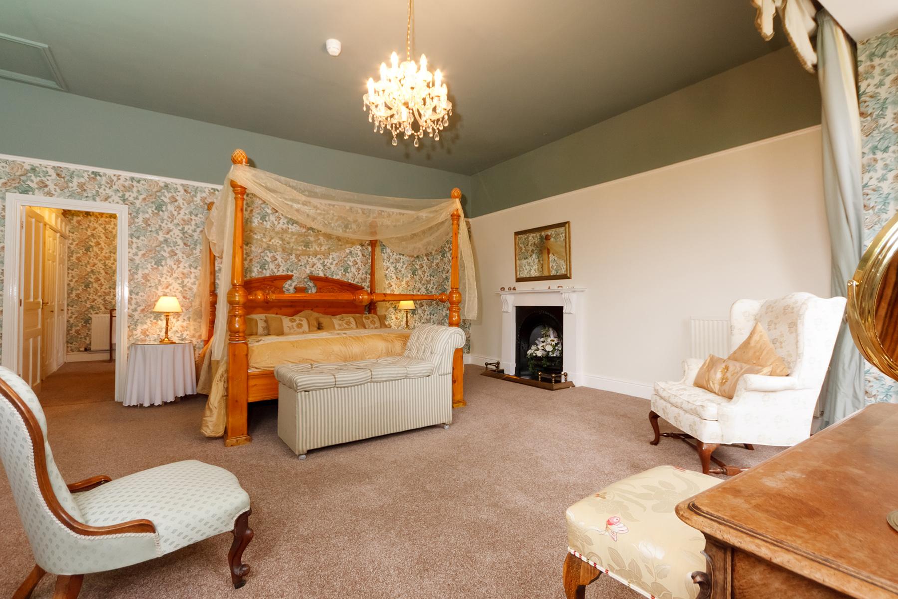 Master bedroom - Bridal Suite  Super king four poster bed