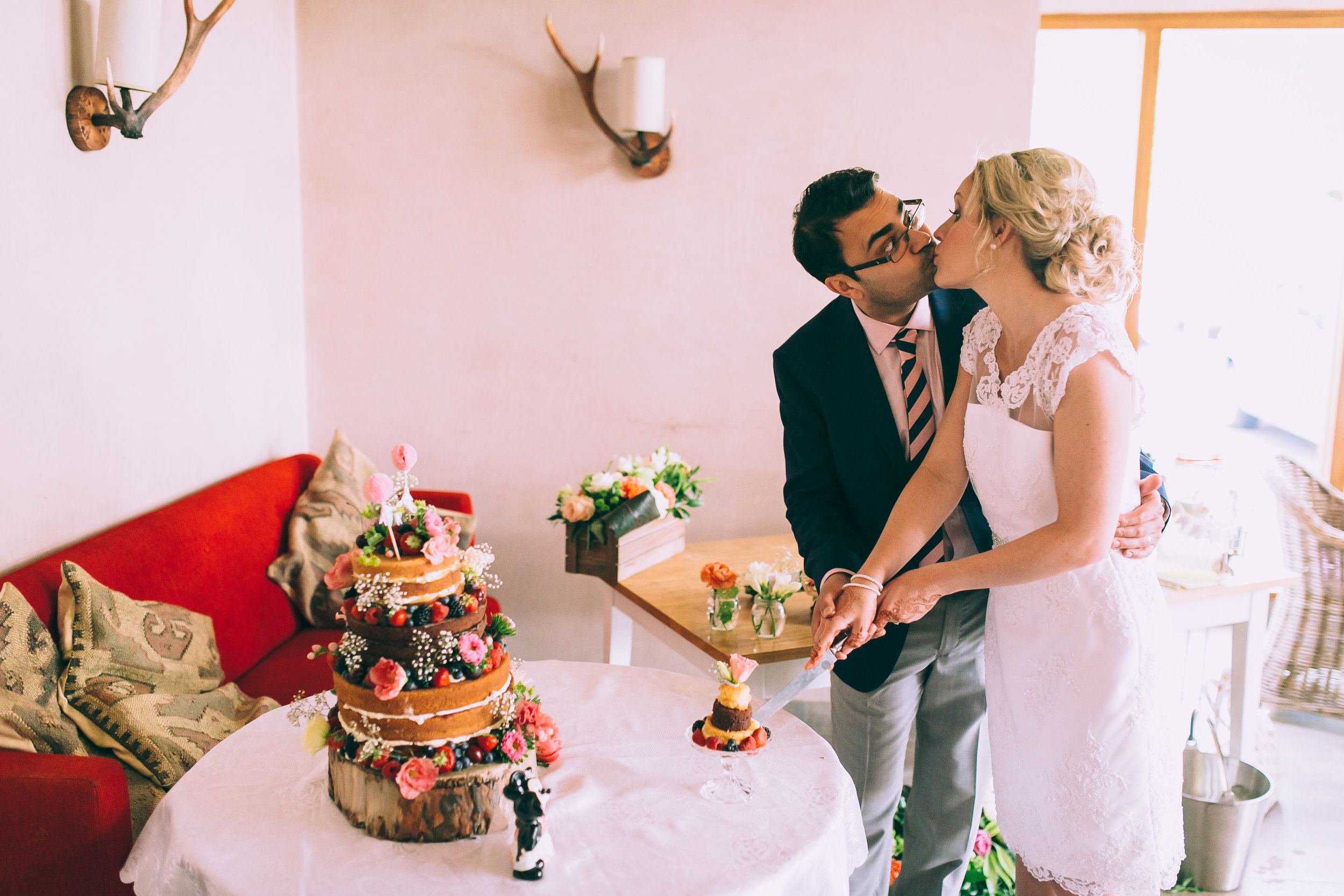 Nish&Emma-DAYFOUR-Wedding-in-pointing-dog-cheadle-tom-biddle-photography-tb217.jpg