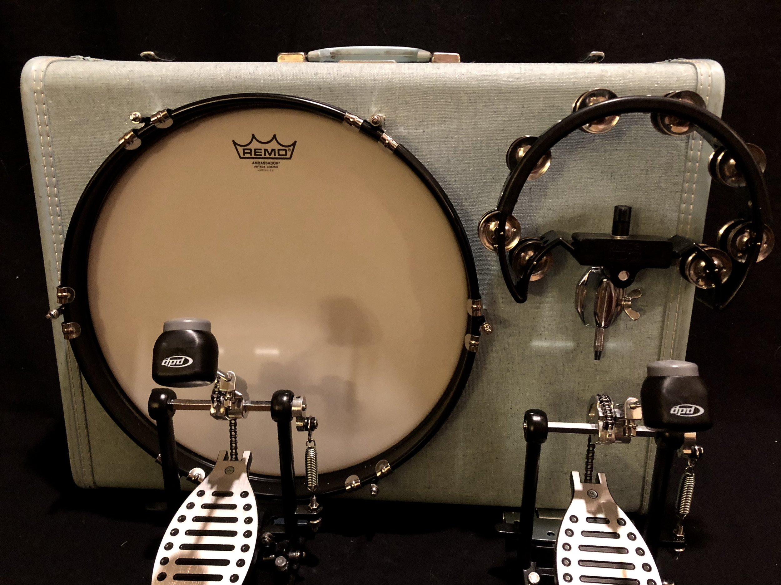 - 16'bass royal travelerGREAT SUITCASE KICK DRUM! VERY EASY TO SET UP, PLAYS GOOD :) DRUM COMPANY GOT IT SHIPPED RIGHT AWAY AND ARRIVED IN A TIMELY MANNER. THANKS SO MUCH!COLLIN J. - WASHINGTON, OCTOBER 11, 2018