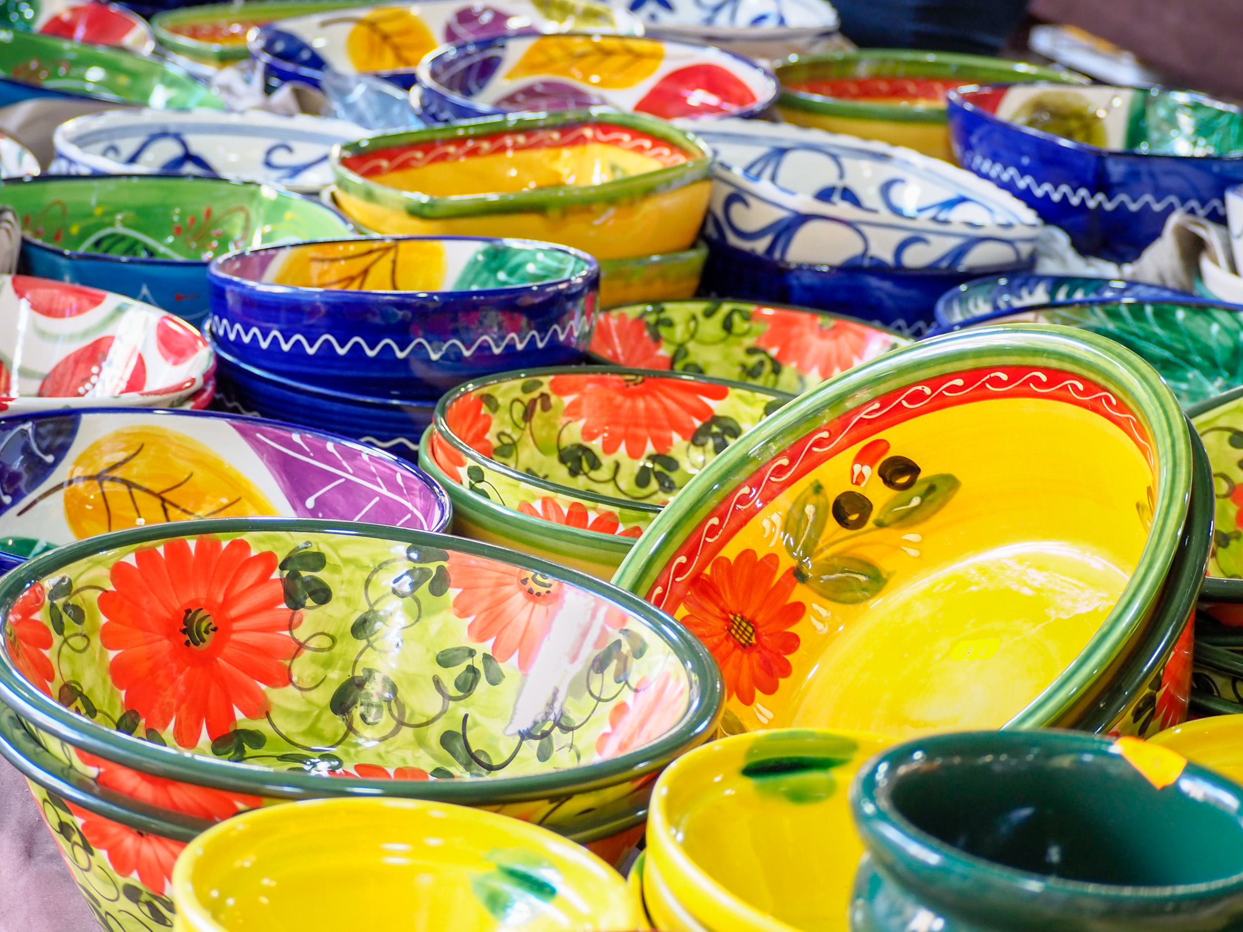 ColouredSpanishCrockery-8170584.jpg