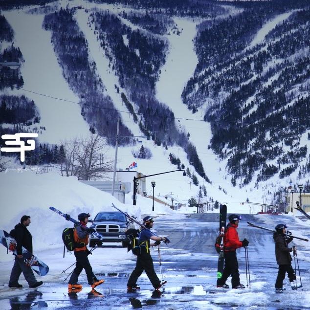 CHIC-CHAC   Hiver : ski/planche à neige hors piste avec guide ou non, centre de ski Mont Miller avec remontée mécanique  Printemps/été: rafting sur la rivière York