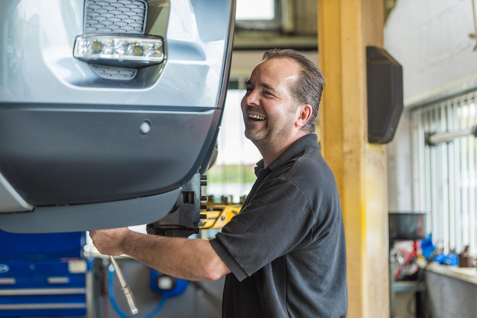 car-service-photography-mechanic.jpg