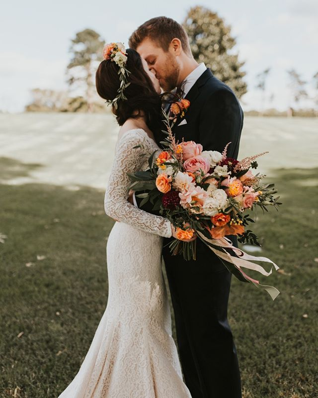 I wanna get married again so I can wear a long sleeve lace gown. I guess its a good thing I get to live vicariously through all my beautiful brides.⠀⠀⠀⠀⠀⠀⠀⠀⠀ #ccflorals #abmlifeiscolorful #lovewins #bridalstyle #chooselovely #darlingmovement #weddinginspiration #baltimoreflorist #floraldesign #flowerlife #flowerstagram
