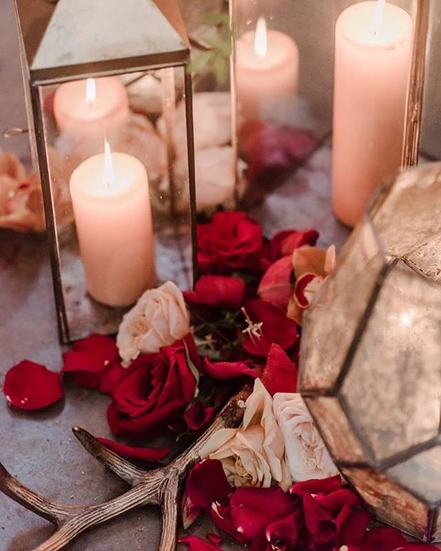 Candles candles everywhere. I might be a bit of a pyromaniac, who's with me? Can there ever be too many?? . . . . #ccflorals #candledecor #aisledecor #romantical #pyromaniac #smallbusinessowner #bossladystatus #bossbabe #weddinginspo #bossbabe #idowhatilove