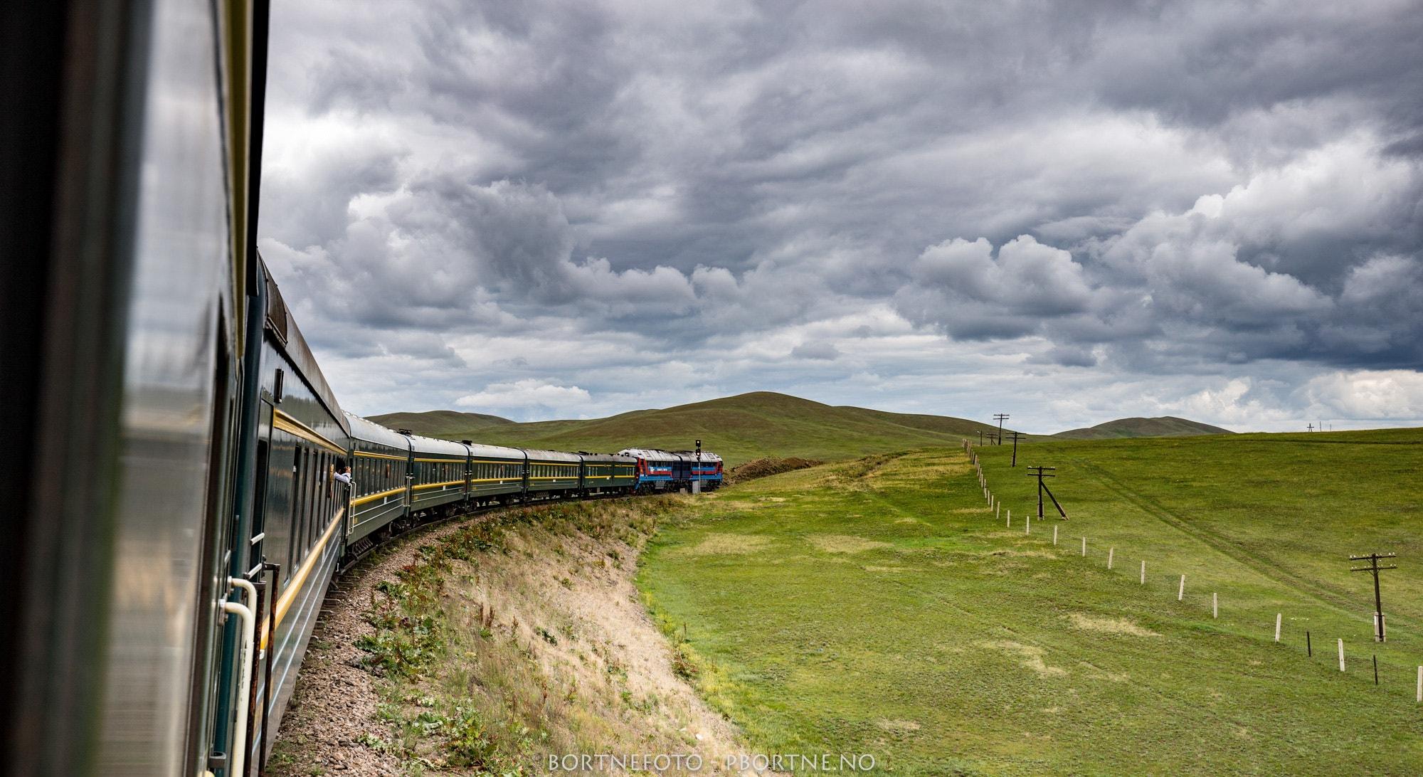 nyegolfsko-transmongolian-railway-through-the-gobi-desert.jpg
