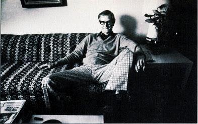 Dr. James Grigson, manspreading in his den