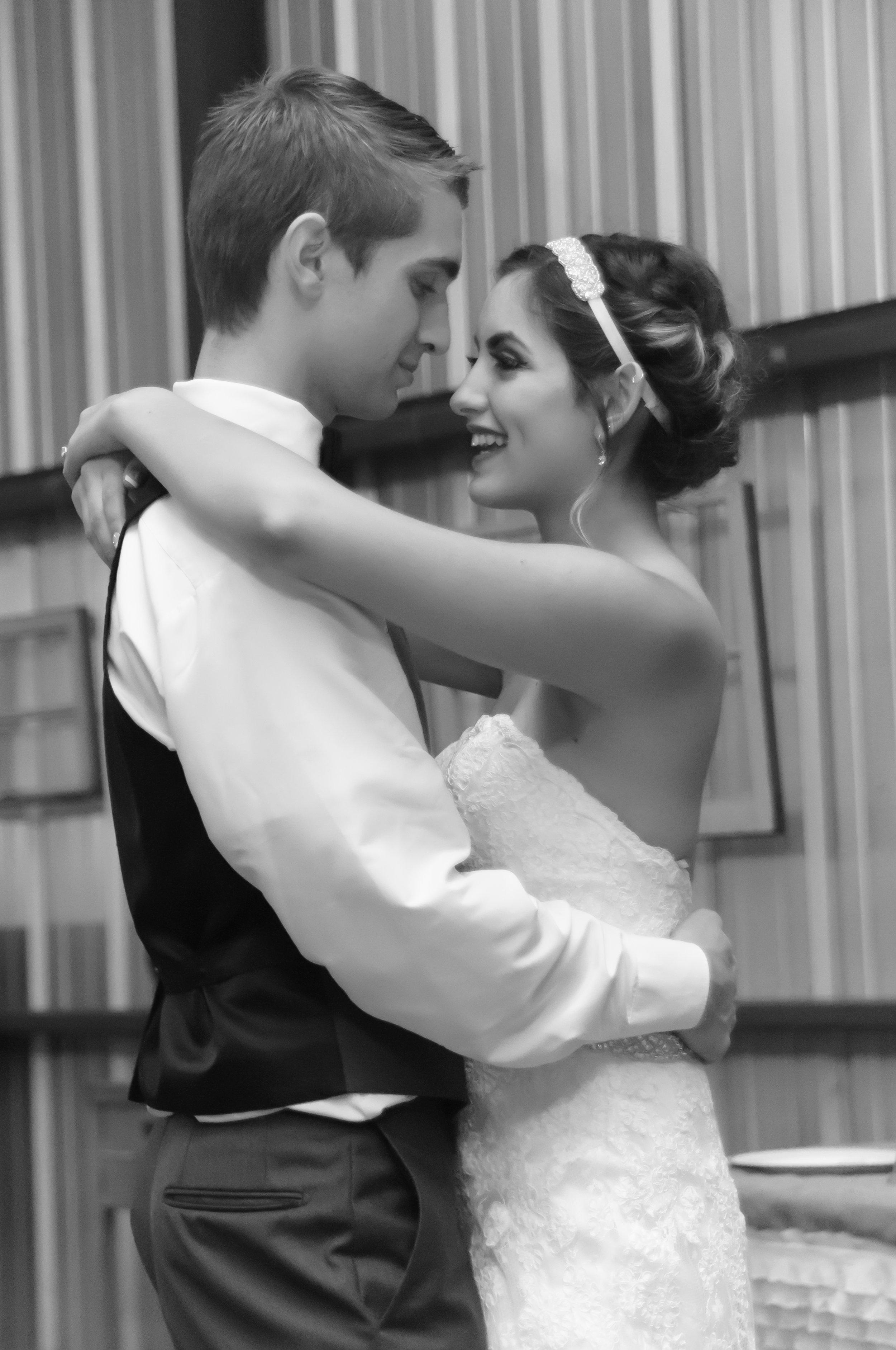 Destination Wedding Photographer First Dance at Blessed Oak Marlow OK