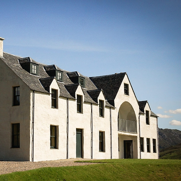 eilean-donan-apartments-double-exterior-grass.jpg