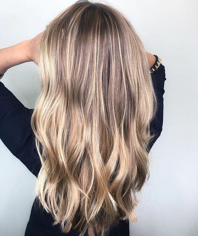 Balayage, foliage, teasey-lites,hair painting, baby lites..... call it whatever you like 😍 personally my method is no method. #hairdressermagic