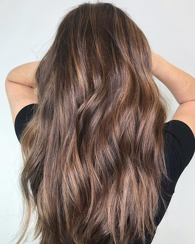 I believe in holistic haircare. Here's what we know, chemicals aren't great for you so why put them in your hair when there are other options?!?! #healthyhair