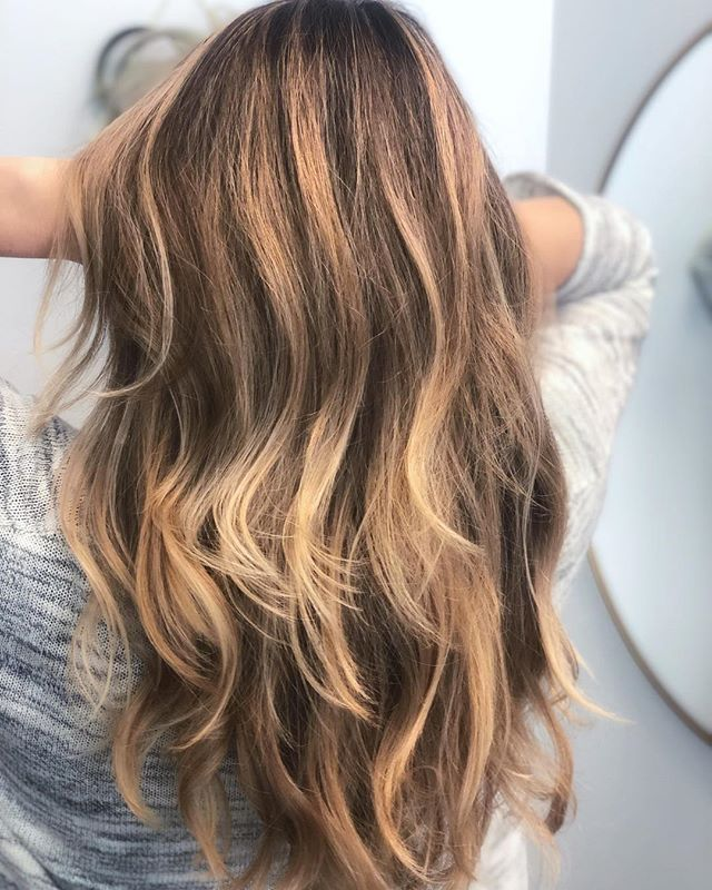 I've gotta say when guests come in and tell me they love warmth in their hair it make me smile 😊 #goldenhair