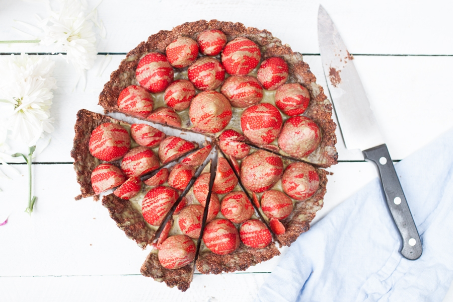 How to make an easy chocolate strawberry tart - The Little Plantation