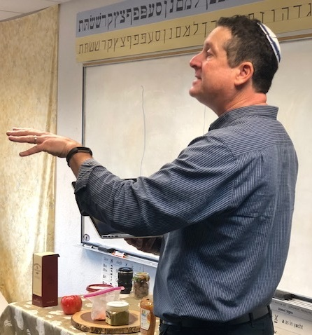 Rabbi Bill teaching.jpg