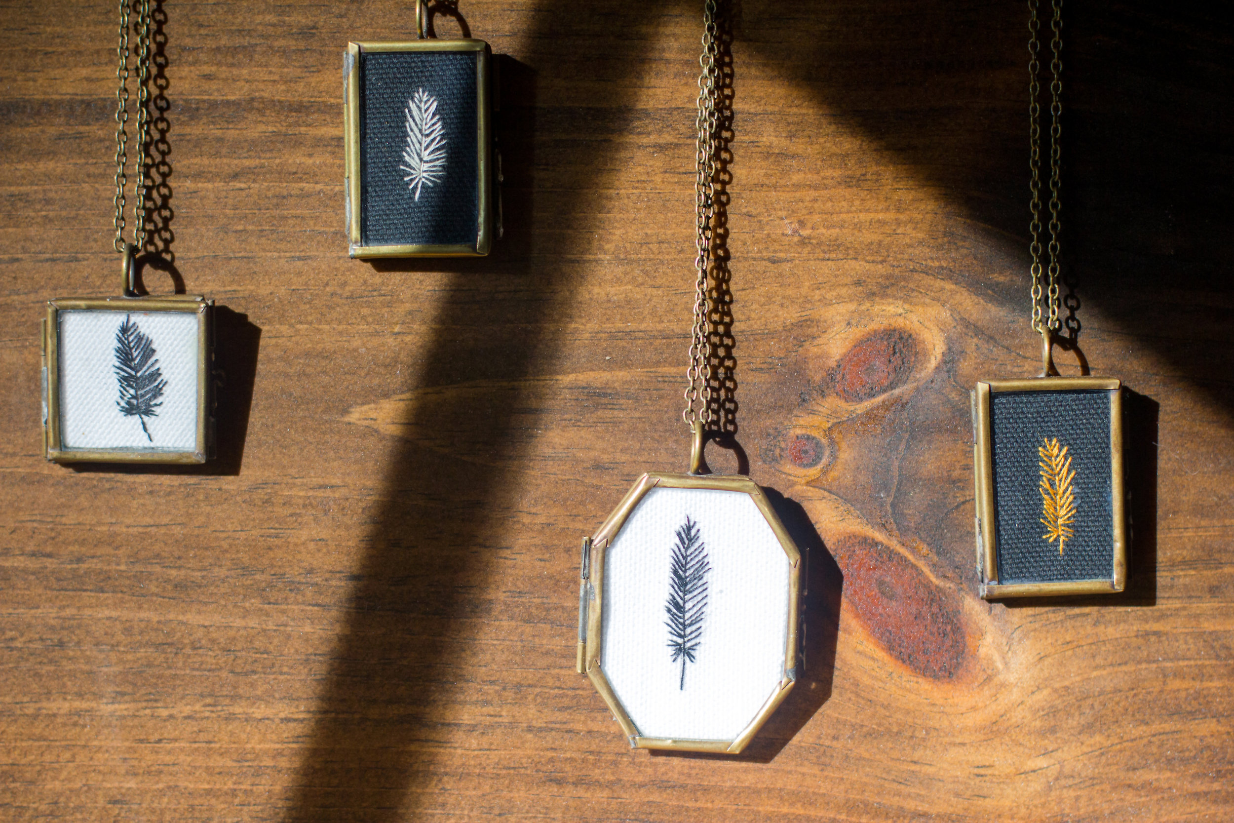 Embroidered necklaces!!!! WUT?!