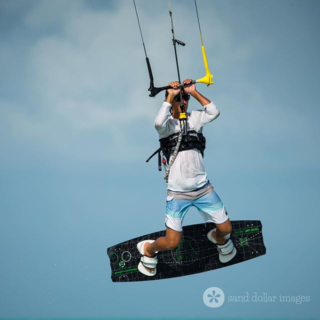 Just hanging around...😎💨🤙 Visit www.turnstonehousetci.com for more info on how to plan your dream vacation at Turnstone House. #kitelife #endlesssummer #sundayfun #turksandcaicos 📸 @sanddollarimages * * * * * * #sunandsea #bigskies #kitelifestyle #kiteboard #kitesurf #ifly #beachescape #beachvacation #tropicalparadise #endlessblue #turquoisewaters #bythesea #caribbeanwaters #beautifulblue #familyvacation #familyfriendly #luxurytravel  #islandlifeforme #caribbeanlife #beachlifeforme #coastalliving #kiteboarding #kitesurfing #beachbums #staysalty #beachlifevibes
