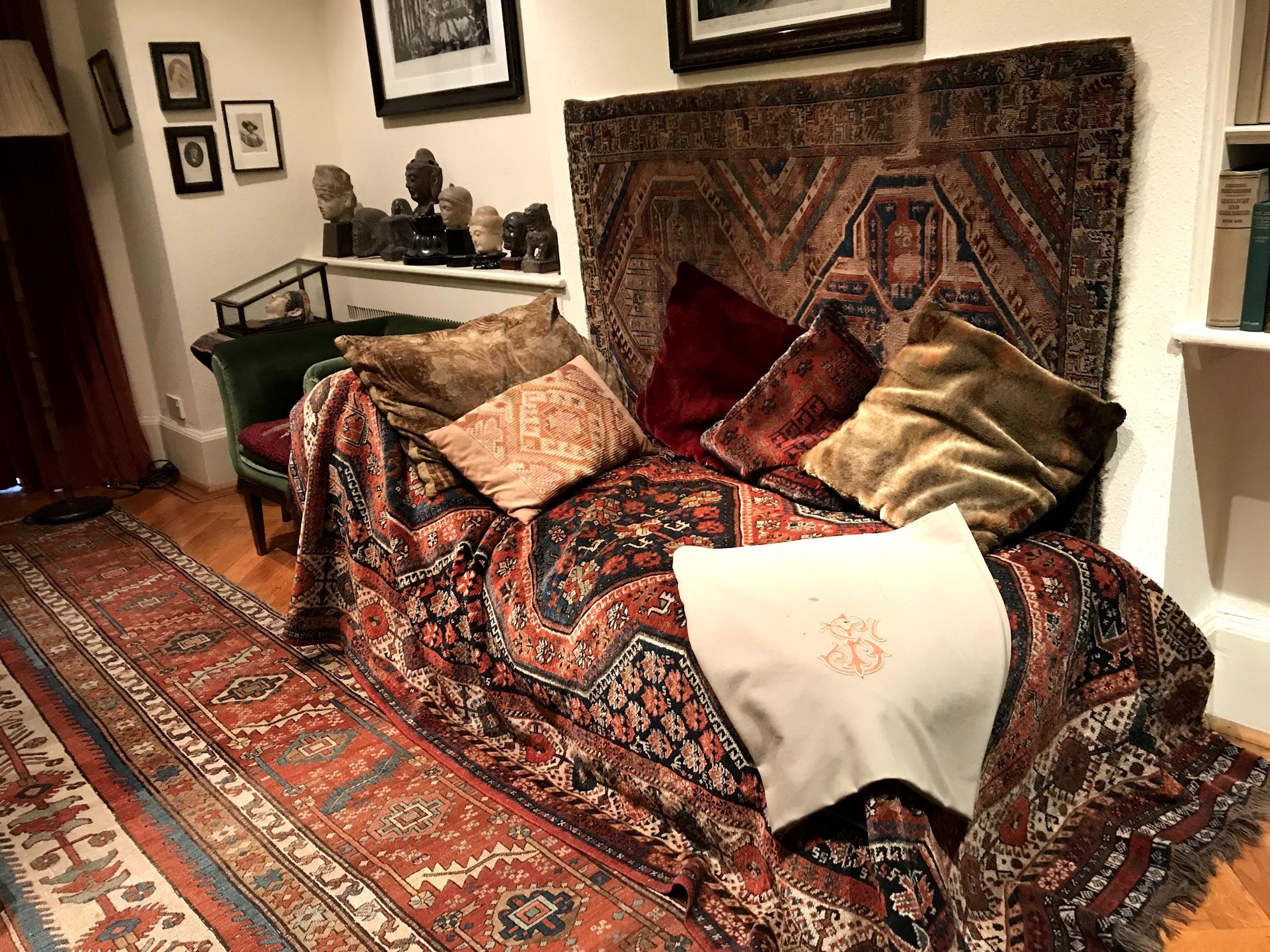 sigmund freud couch.jpg