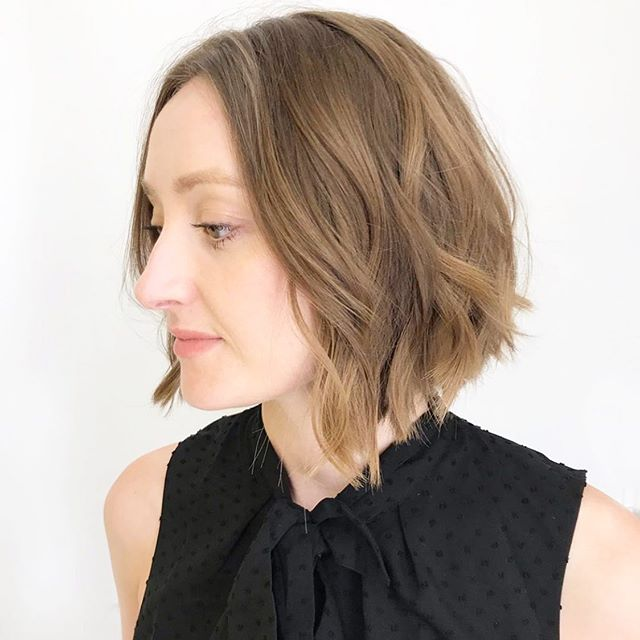 We've got fresh shapes that clear the shoulders and call for the summer breeze. Who's here for it?! This greatness is by @darladoeshair