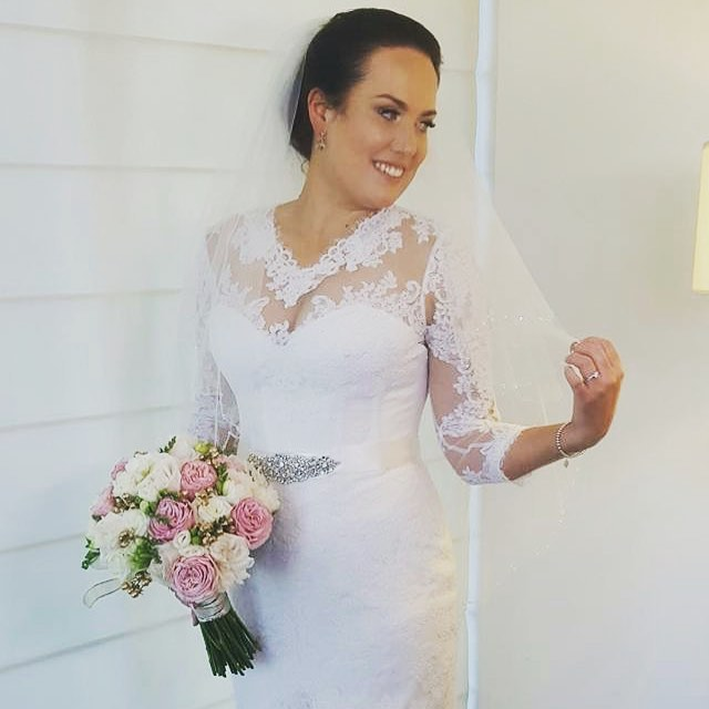 Happy 1st Anniversary to this beautiful bride and her lovely husband. Hope your first year of marriage has been full of wonderful adventures together with many more to come ❤️ #happyanniversary #firstanniversary #bridalflashback #weddingflowers #weddingflowersmelbourne #bridalbouquet #bridalflowers #metallicflowers #pinkflowers #beautifulbride