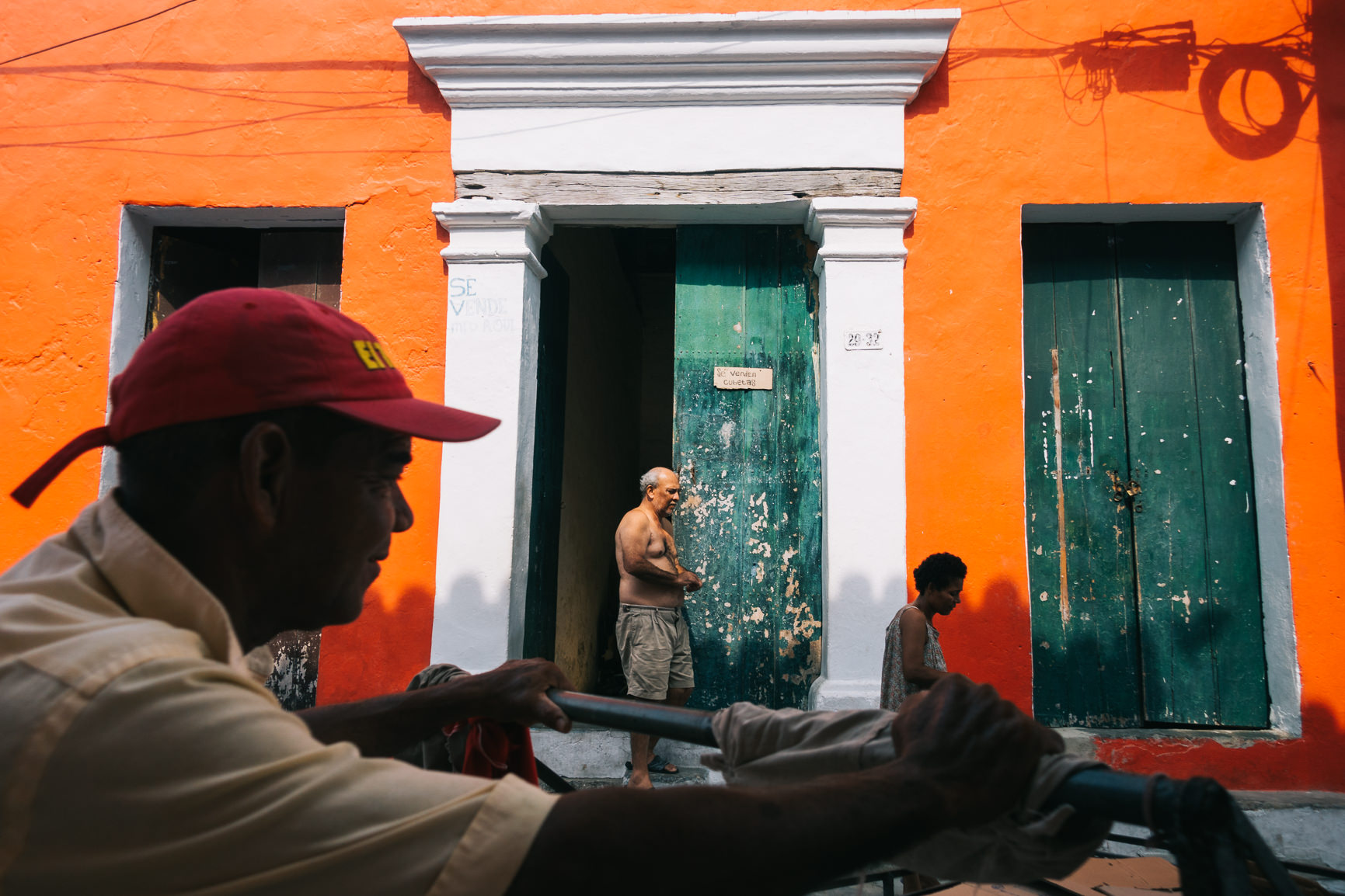 Colourful Street Photography in Colombia - Click here and check out my new series!