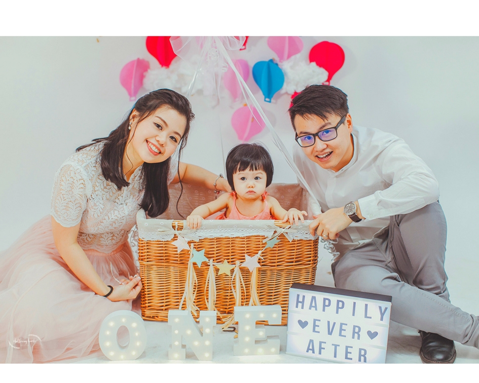 Sarah & Duncan's Family Portrait with their new baby girl | Wedding Couples in Shuttering Hearts