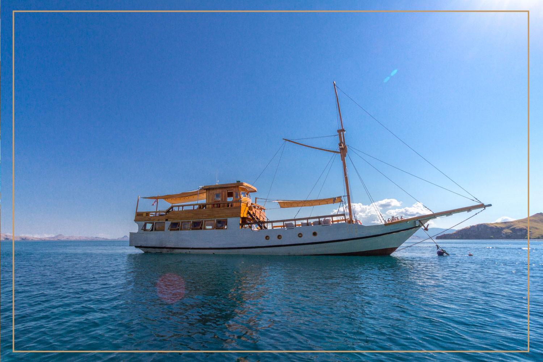 kelana_boat_cruise_komodo_outside