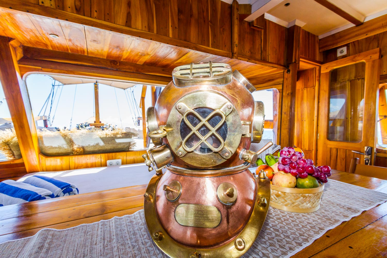 kelana_boat_cruise_decoration_livingroom.JPG