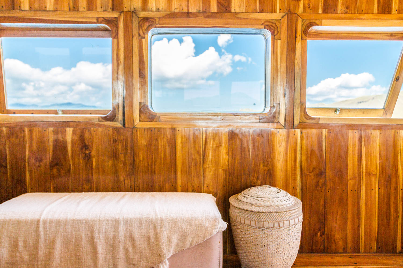 kelana_boat_cruise_sea_decoration_komodo.JPG