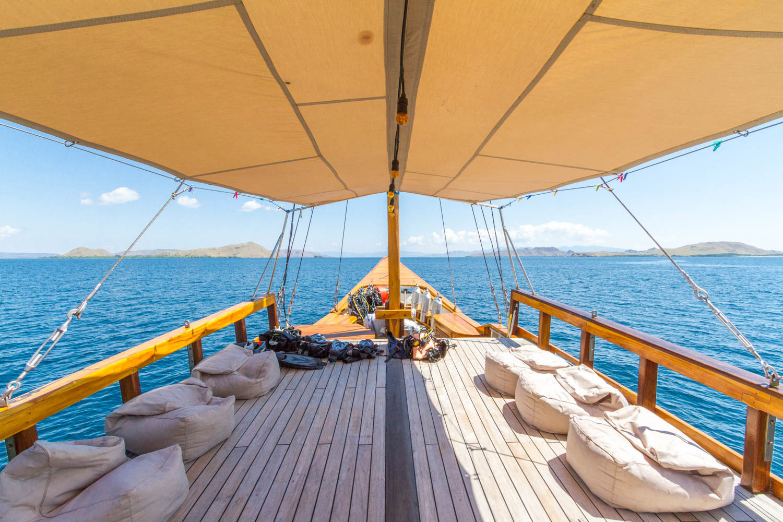 kelana_boat_cruise_komodo_exterior.JPG