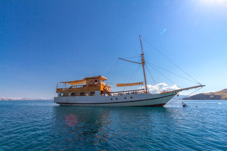 kelana_boat_size_komodo_cruise.JPG