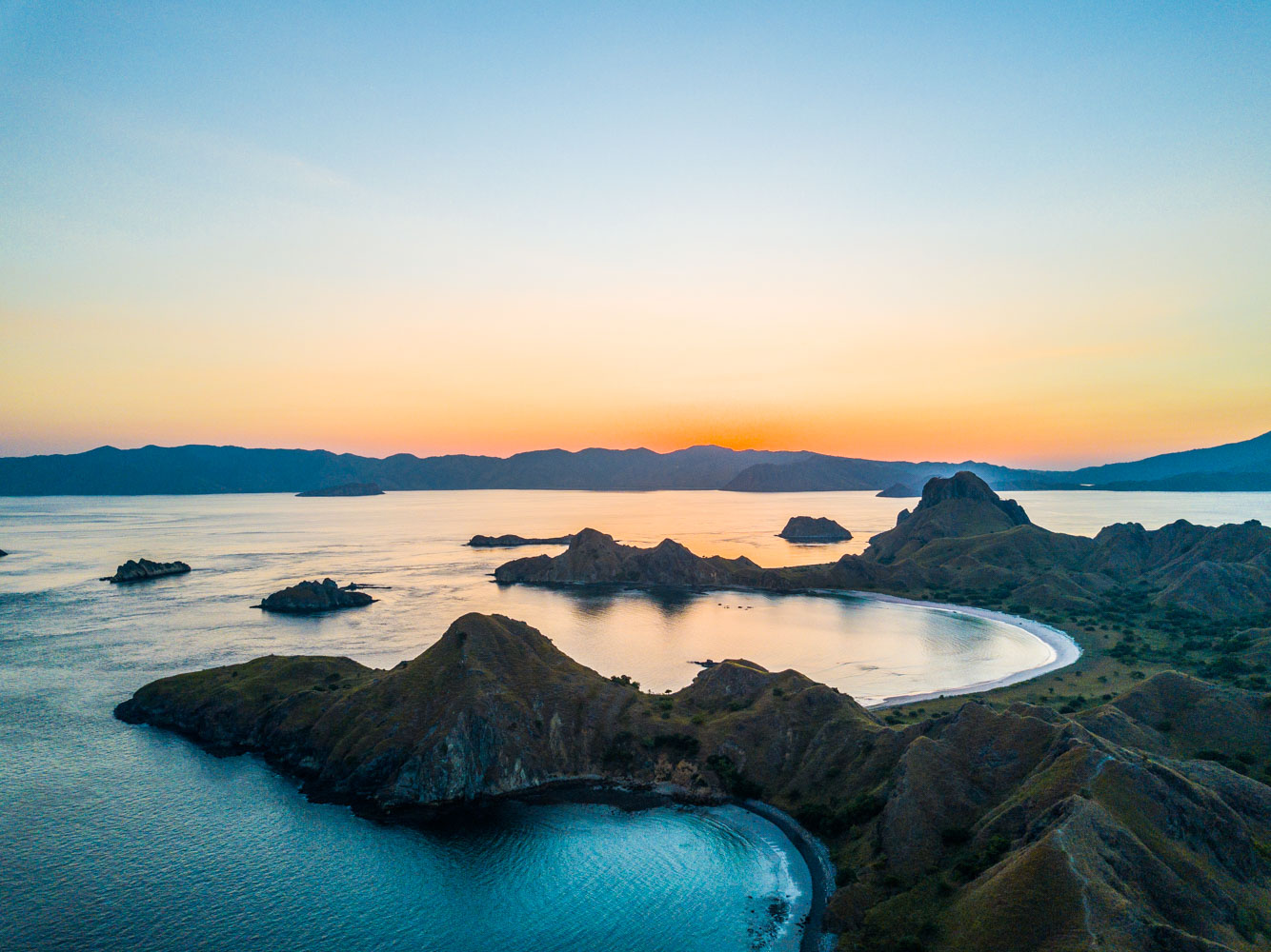 kelana_boat_komodo_sunset_padar.JPG
