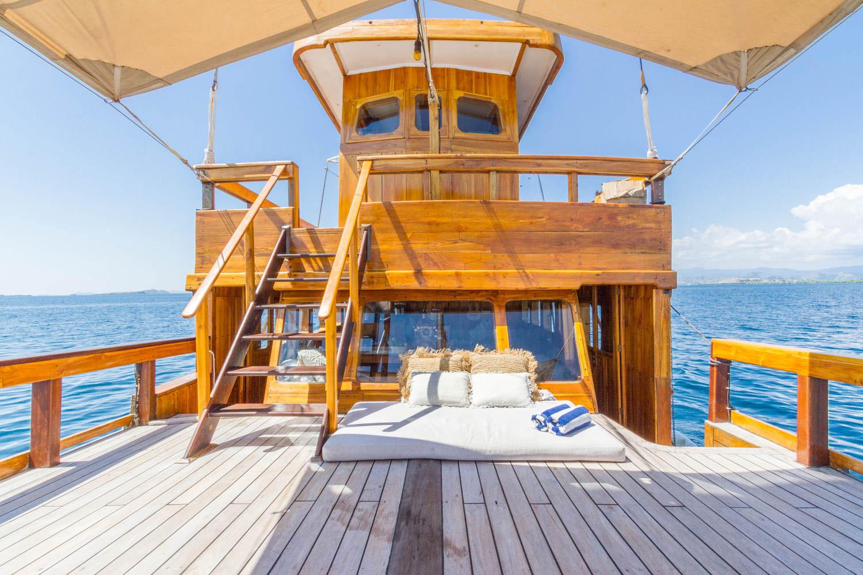kelana_komodo_boat.JPG