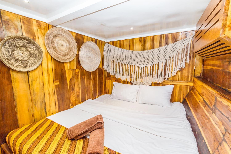 komodo_kelana_boat_cruise_doublebed_bedroom.jpg