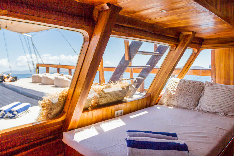 komodo_kelana_boat_cruise_rest_place.jpg