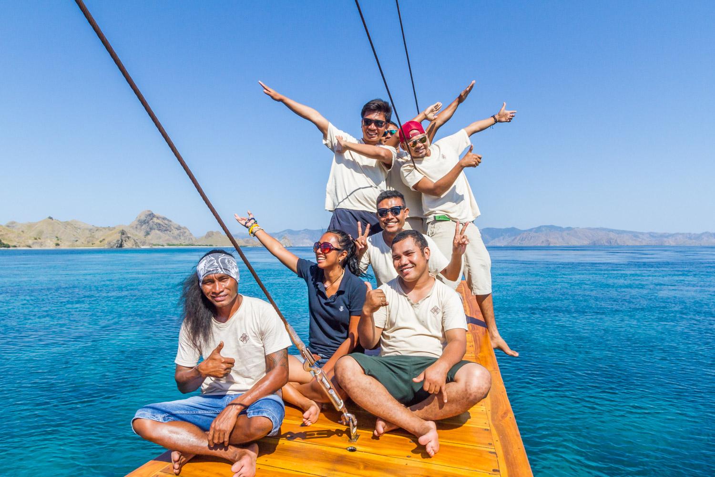 kelana_boat_cruise_staff_komodo
