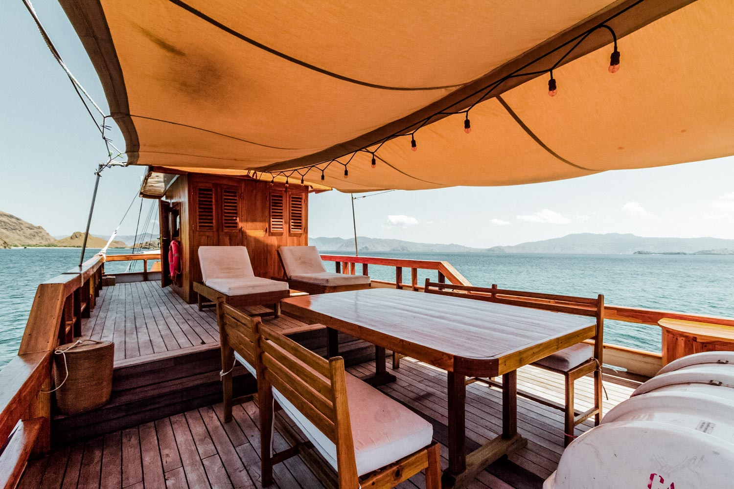 KELANA PRIVATE BOAT CHARTER TO LIVEABOARD IN KOMODO ISLANDS