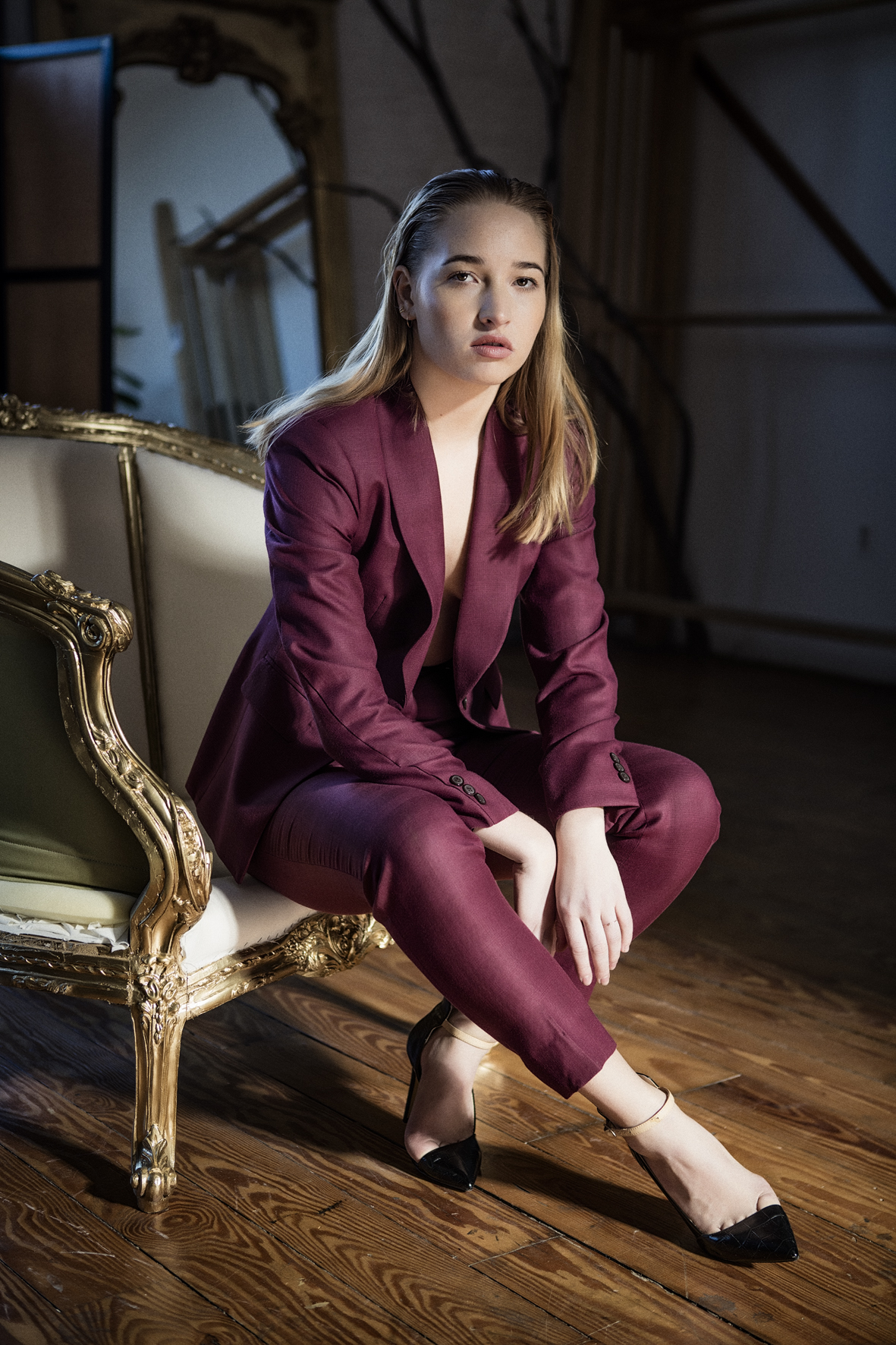 Millennial Suit - Shawl LapelBurgundy ButtonsBurgundy Patterned Lining