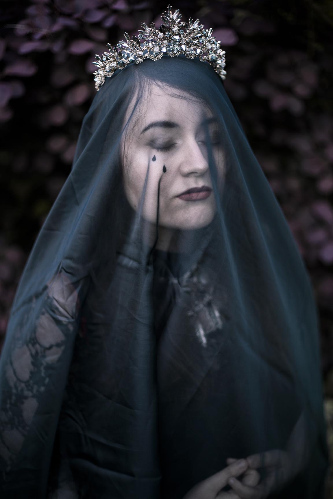 mourningweb.jpg