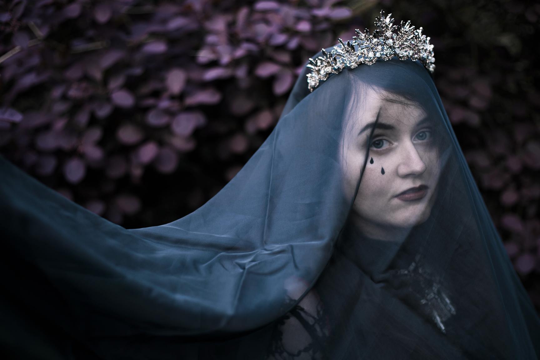 mourning2web.jpg